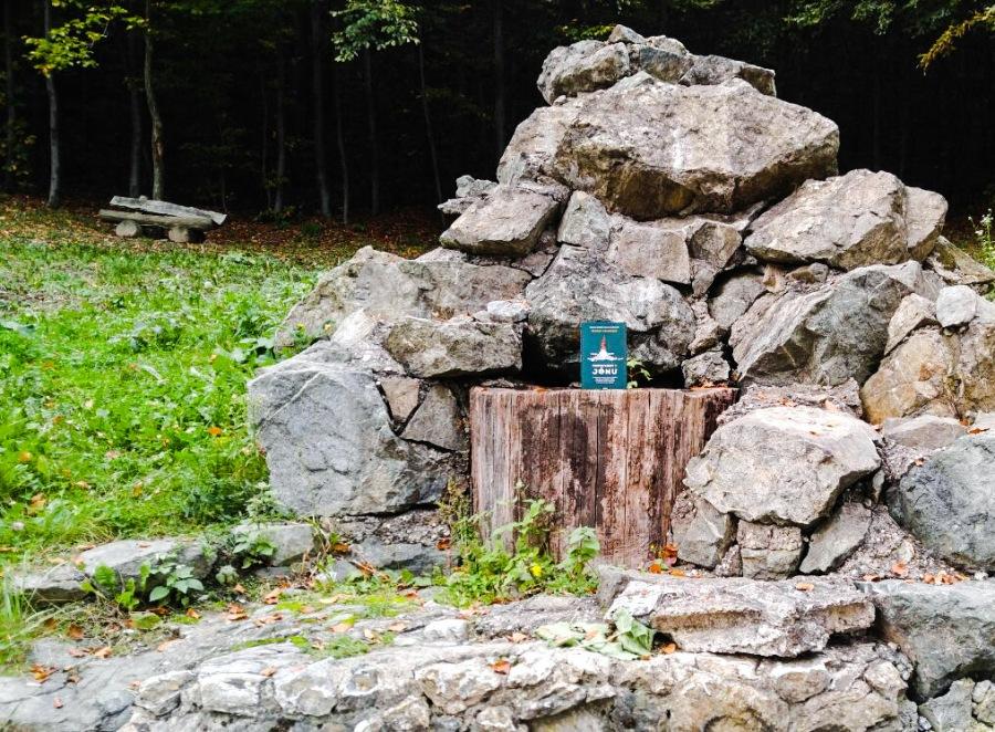 Naslovnica knjige Pripovijest o Jonu Ofeigura Sigurdssona snimljena na Sljemenu